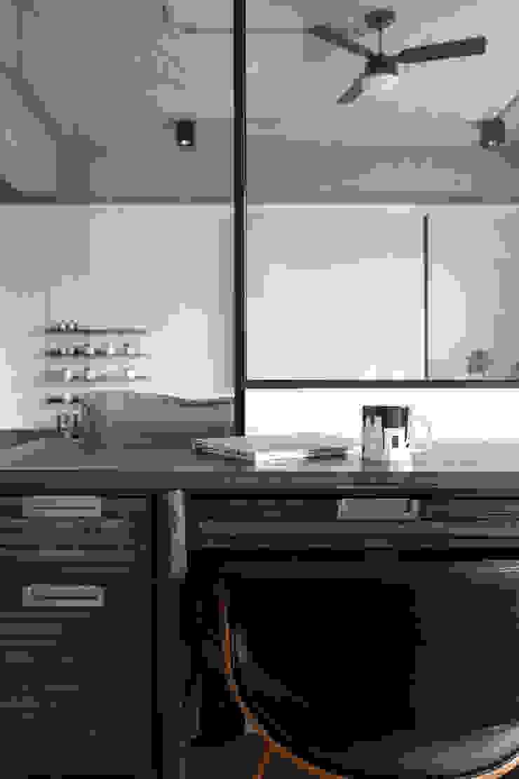 Dr. Wang案 | 半開放式書房 有隅空間規劃所 Study/office Glass Grey