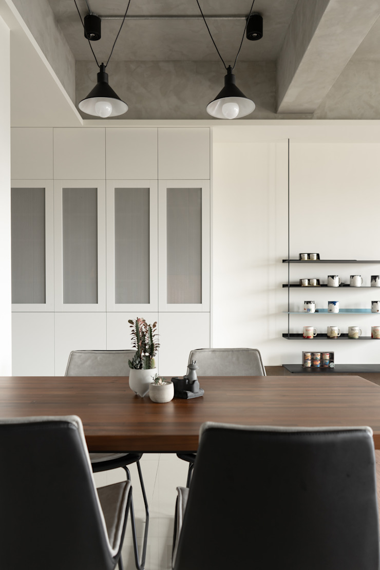 Dr. Wang案 | 餐廳 有隅空間規劃所 Industrial style dining room Concrete White