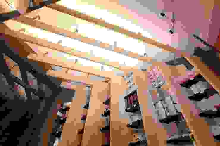 Un piccolo shop di design Spazi commerciali moderni di ibedi laboratorio di architettura Moderno Ferro / Acciaio