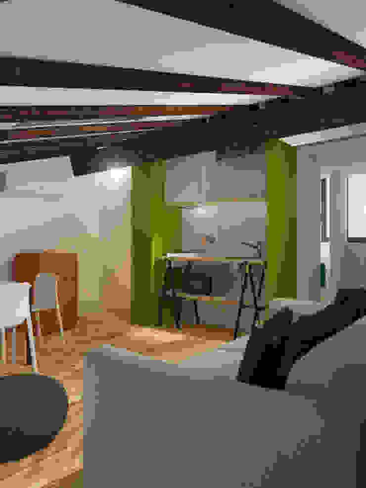 ibedi laboratorio di architettura Small kitchens Дерево Зелений