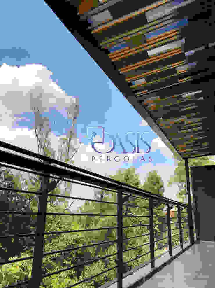 Un Toque único de Versatilidad con Una Gran Resistencia y Calidad. Oasis Pérgolas Balcones y terrazas de estilo minimalista