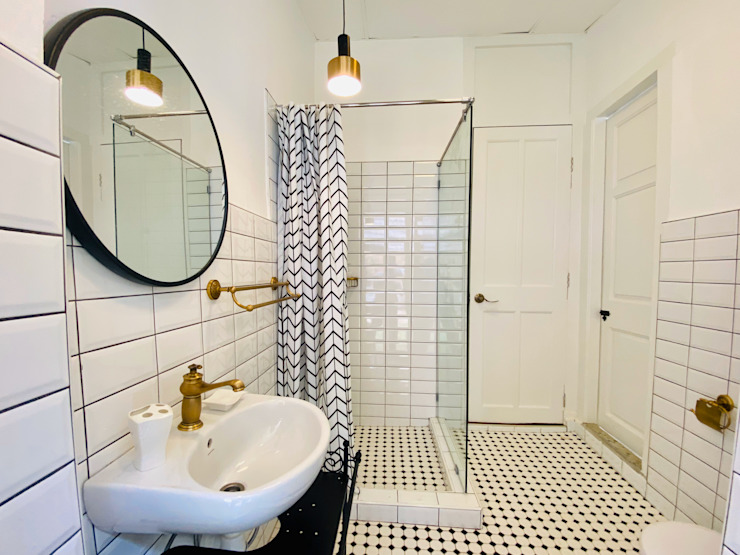 Bathroom by Mei Ee Architect Colonial