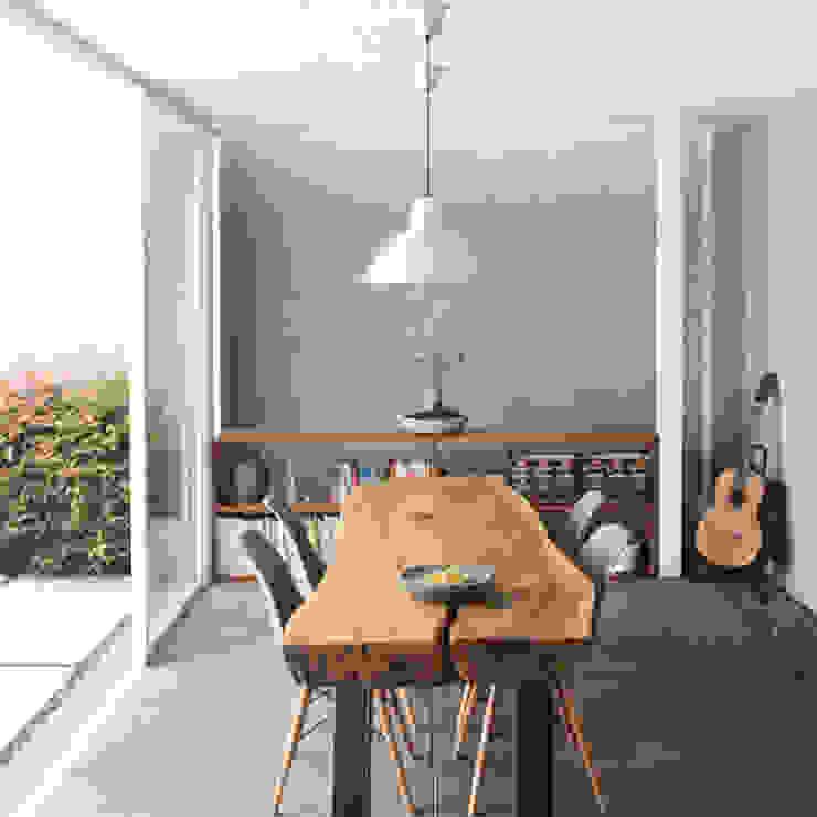AJ's Backyard Ruang Studi/Kantor Modern Oleh Arkitekt Studio Modern Kayu Wood effect