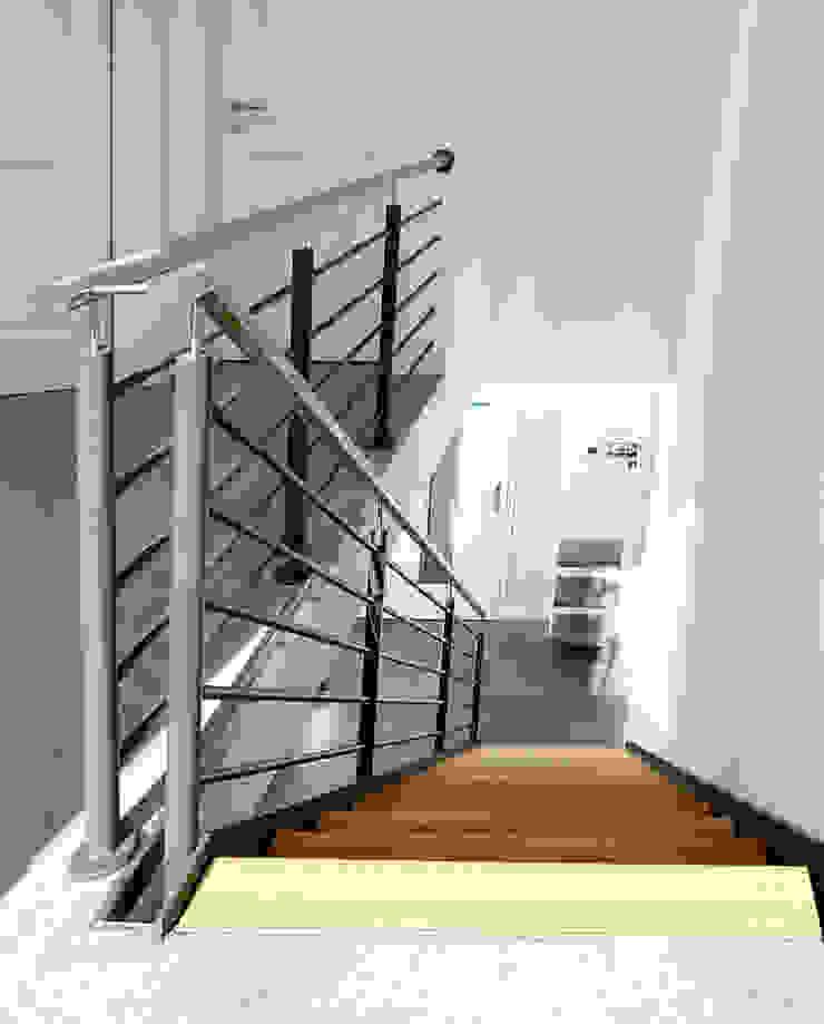 STREGER Massivholztreppen GmbH Modern corridor, hallway & stairs Wood