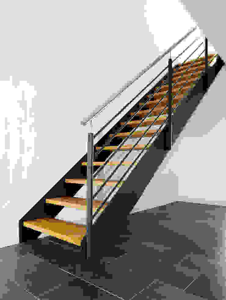 STREGER Massivholztreppen GmbH Modern corridor, hallway & stairs Solid Wood