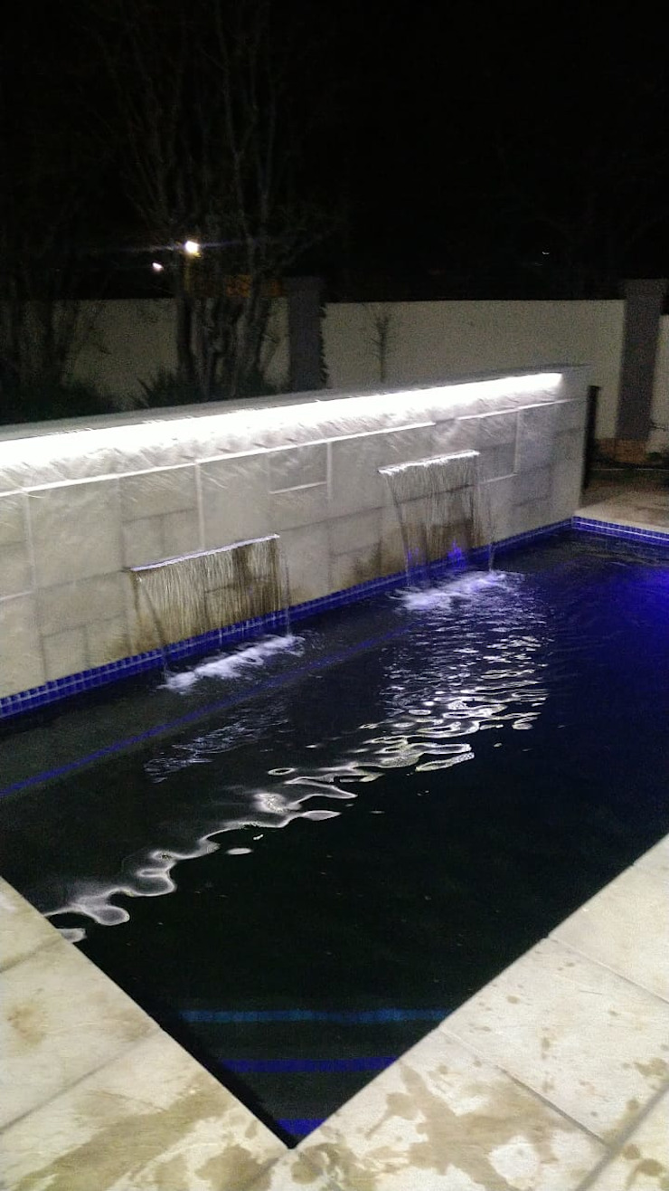 Swimming Pool by H2O Group Modern