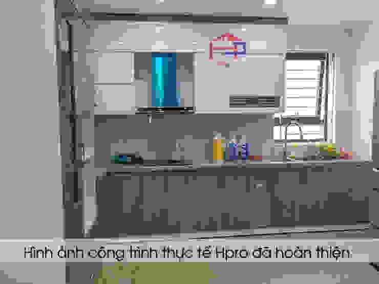 Hình ảnh thực tế bộ tủ bếp acrylic hiện đại nhà anh Minh - Lê Trọng Tấn Nội thất Hpro KitchenCabinets & shelves Gỗ Multicolored