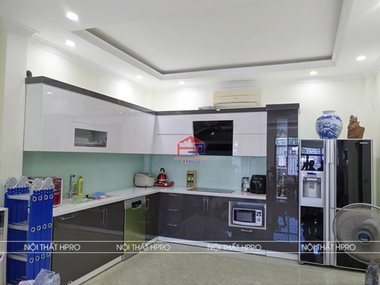 Ảnh thực tế bộ tủ bếp nhà chị Phương - Trần Duy Hưng Nội thất Hpro KitchenCabinets & shelves Gỗ Multicolored