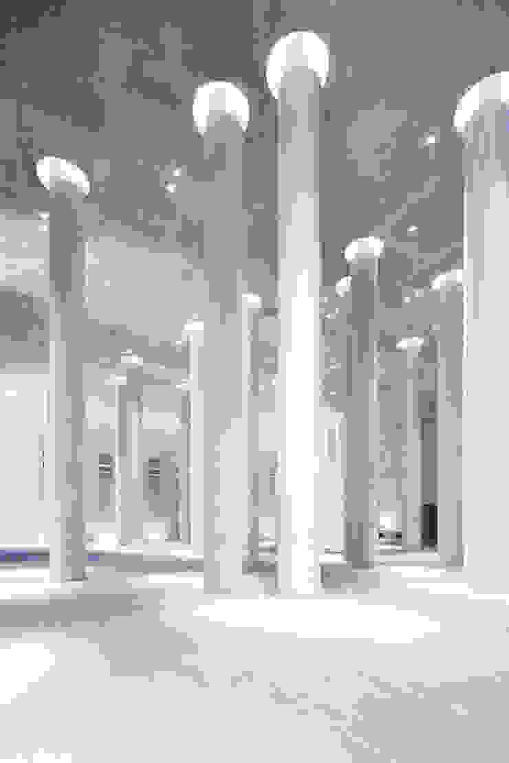 MAIPLATZ FOTOGRAFIE Paredes y suelos de estilo minimalista Hormigón Gris