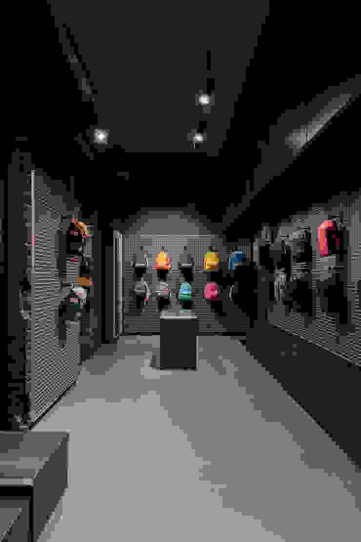 CATBAG concept store of urban backpacks - Displays Studioapart Interior & Product design Barcelona Offices & stores Wood-Plastic Composite Grey