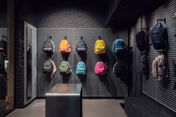CATBAG concept store of urban backpacks - Versatility in the exhibition Studioapart Interior & Product design Barcelona Offices & stores Bricks Grey