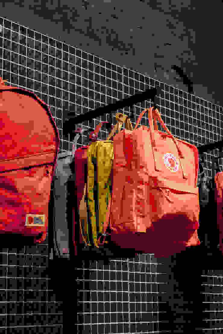 CATBAG concept store of urban backpacks - Details Studioapart Interior & Product design Barcelona Offices & stores Metal Orange