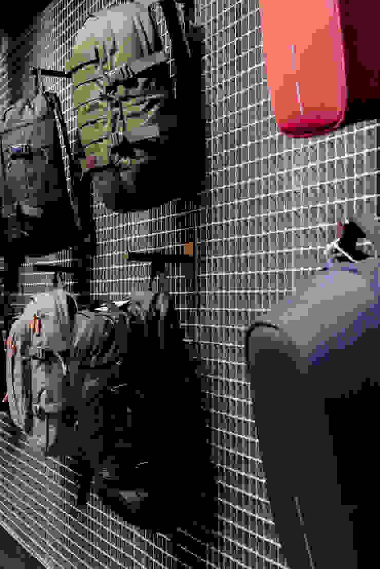 CATBAG concept store of urban backpacks - Details Studioapart Interior & Product design Barcelona Offices & stores Bricks Grey