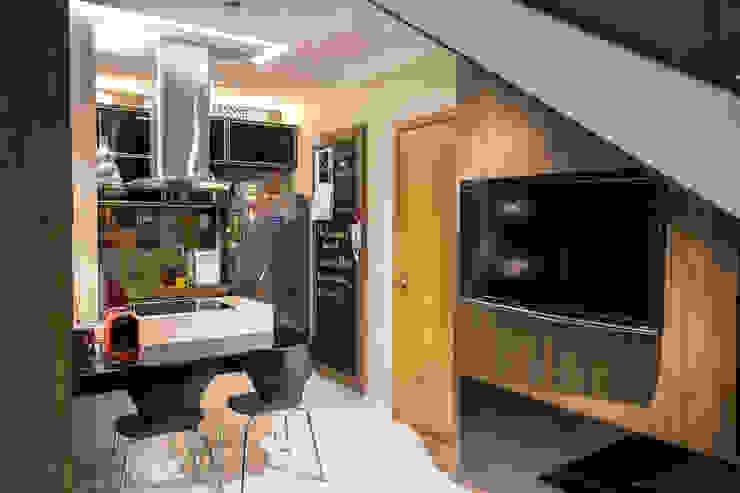 Detalhe escada, Tv Marcelle de Castro - arquitetura|interiores Cozinhas pequenas
