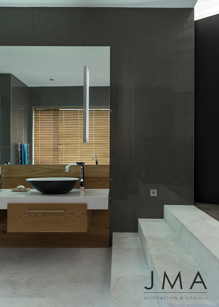Welgedacht Villa - Main En-Suite Modern bathroom by Jenny Mills Architects Modern
