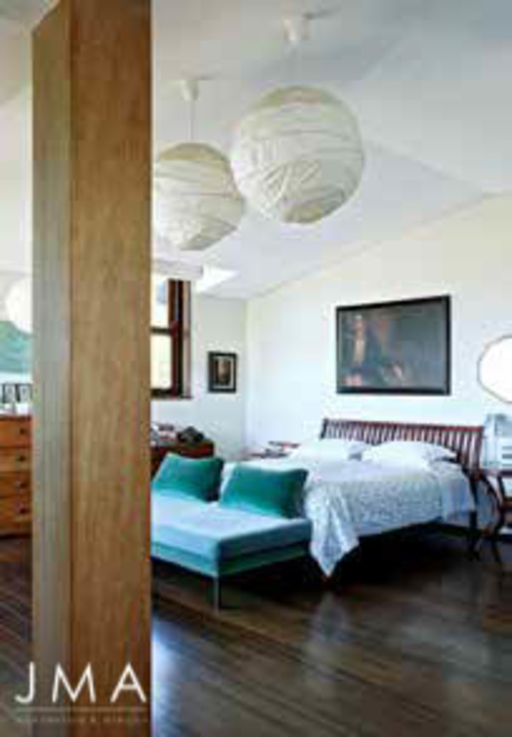 Award Winning Clifton Bungalow - Main Bedroom Country style bedroom by Jenny Mills Architects Country