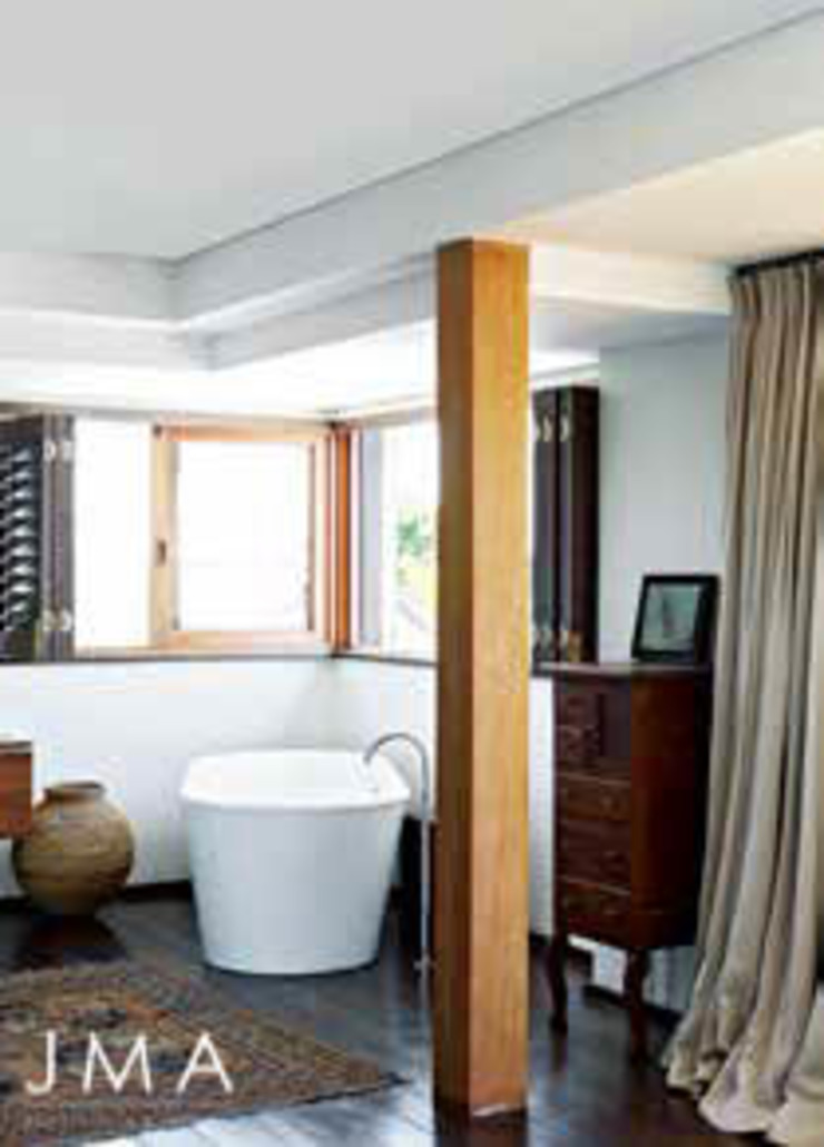 Award Winning Clifton Bungalow - Main En-suite Country style bathroom by Jenny Mills Architects Country