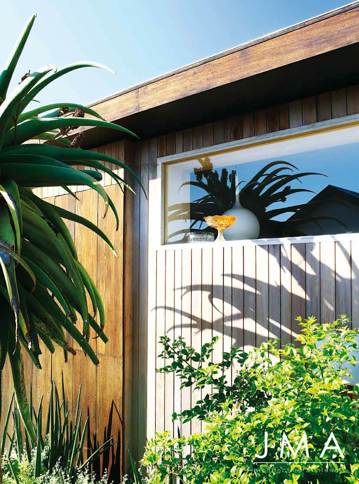 Award Winning Clifton Bungalow - Exterior Architectural Features by Jenny Mills Architects Country