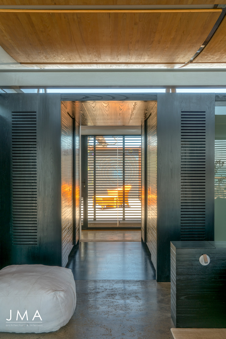 Beachside Retreat - Bedroom Modern style bedroom by Jenny Mills Architects Modern