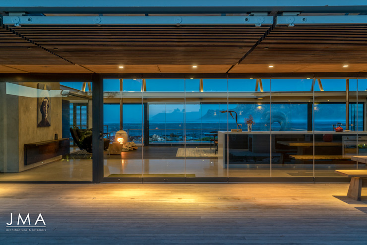 Beachside Retreat - Exterior Evening View toward Kitchen Modern houses by Jenny Mills Architects Modern