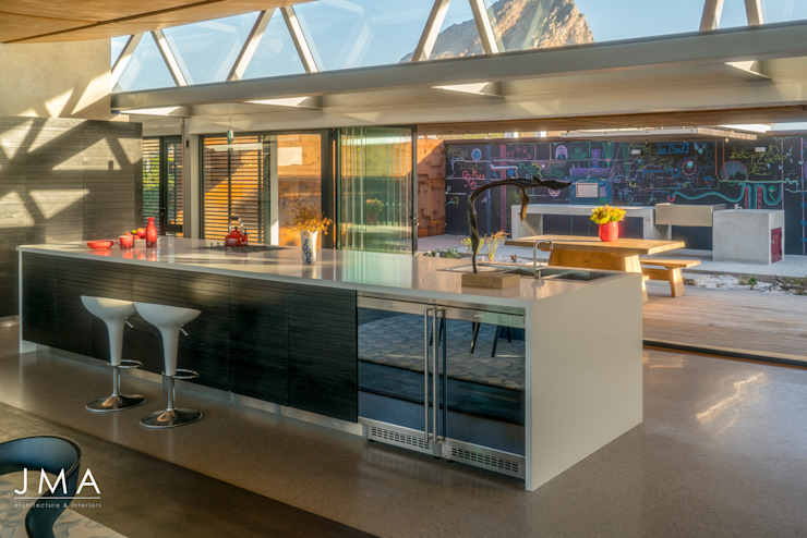 Beachside Retreat - Kitchen by Jenny Mills Architects Modern