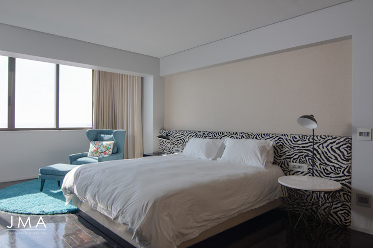 Sea Point Apartment - Main Bedroom Modern style bedroom by Jenny Mills Architects Modern