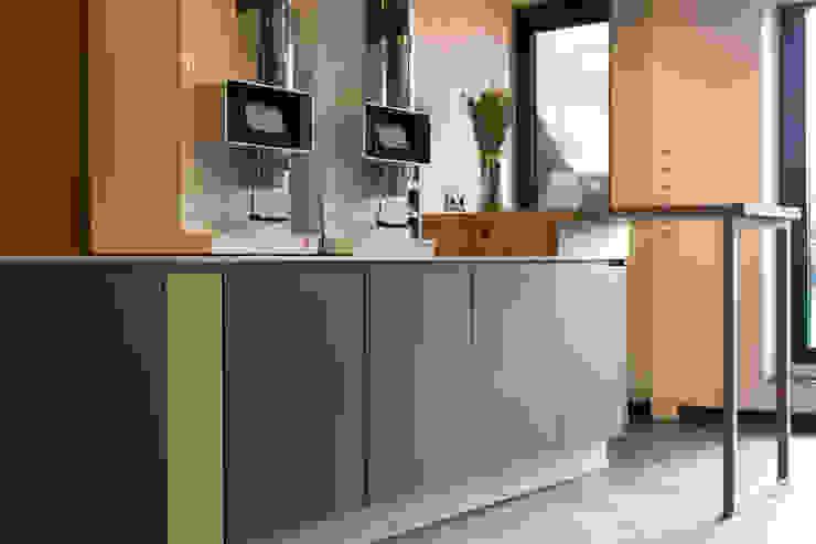 Plint interieurontwerp Small kitchens Wood Black