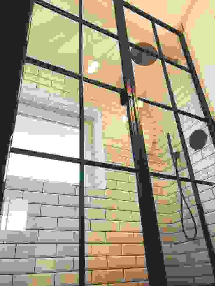 Detail of Crittall Shower doors: industrial  by Urban Steel Designs, Industrial Metal