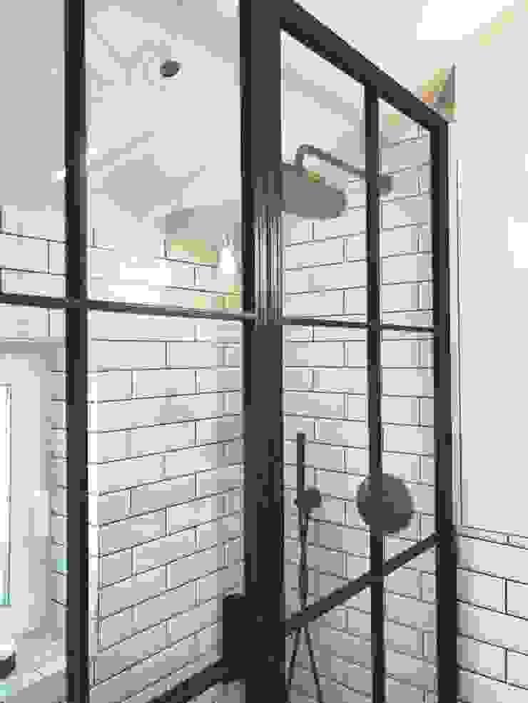 Crittall Bathroom shower screen: industrial  by Urban Steel Designs, Industrial Metal