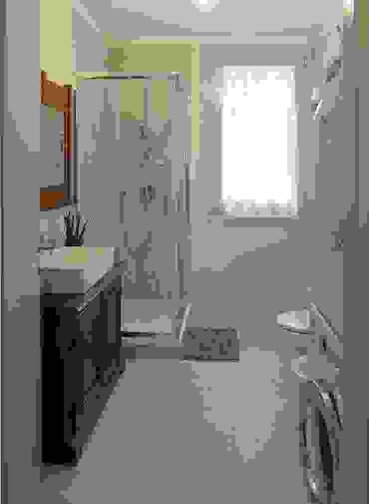 Il bagno principale Studio Dalla Vecchia Architetti Bagno in stile classico Piastrelle Grigio