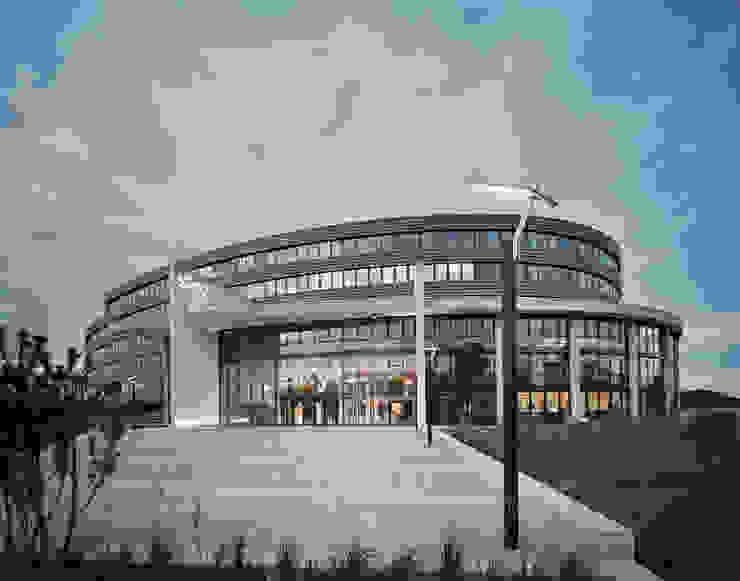 Sky Unterföhring Klassische Bürogebäude von STUDIO MESSBERGER Klassisch