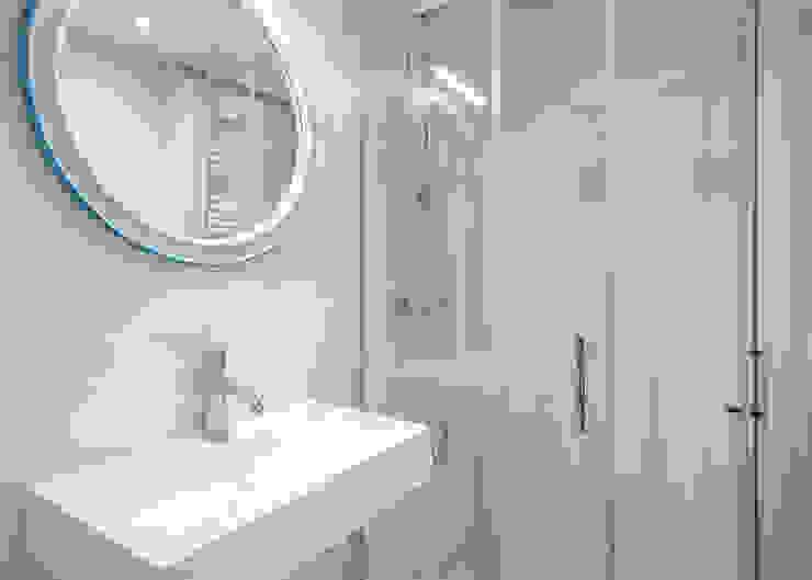 Baño de cortesía Baños de estilo moderno de Grupo Inventia Moderno Azulejos