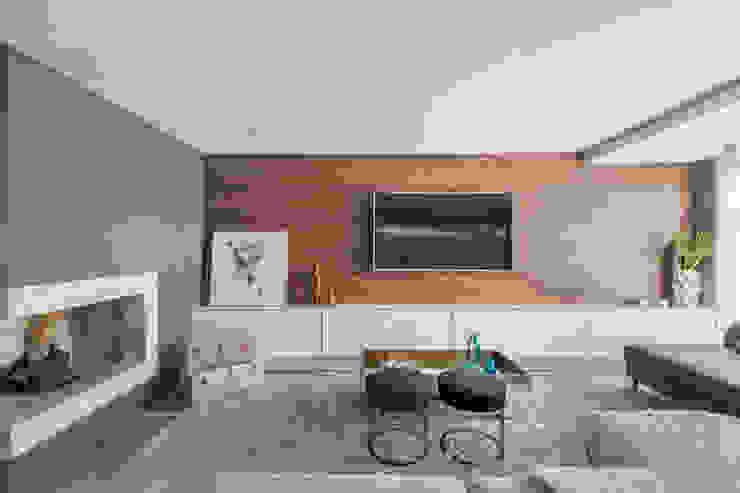 Casa Chácara das Pedras Salas de estar modernas por Bibiana Menegaz - Arquitetura de Atmosfera Moderno