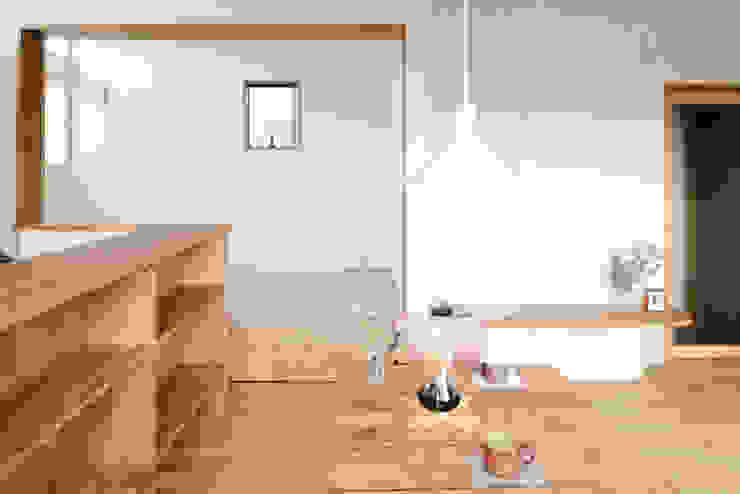 ダイニング 枚方の家2 おかやま設計室 北欧デザインの リビング 木 白色