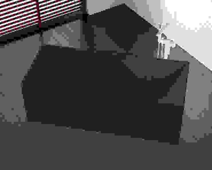 Freistehende Mineralguss Badewanne BW-06-L in schwarz von Badeloft GmbH - Hersteller von Badewannen und Waschbecken in Berlin