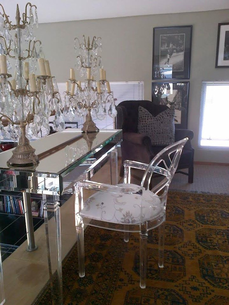 Osk Mirrored floating console and acryglass Louis arm chair: eclectic  by BI-Dsign, Eclectic