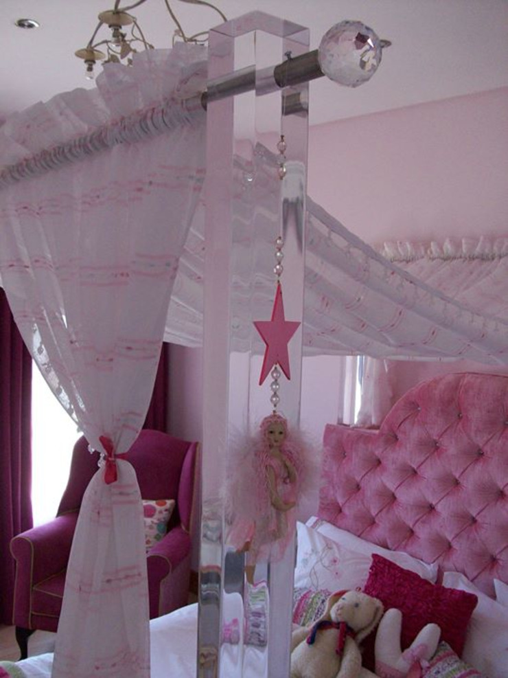 Osk Perspex four posted princess bed: eclectic  by BI-Dsign, Eclectic