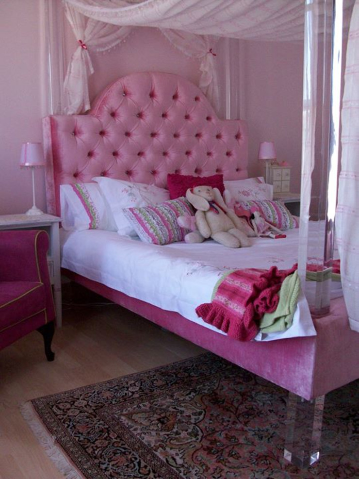 Osk Diamond button Perspex and upholstered Princess bed: eclectic  by BI-Dsign, Eclectic