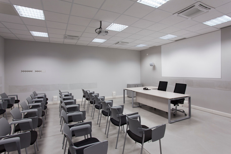 Una delle sale conferenze Studio Dalla Vecchia Architetti Complesso d'uffici moderni
