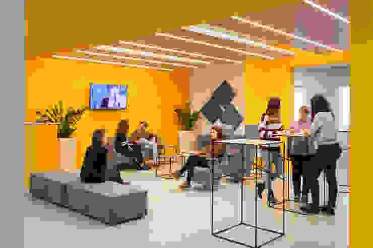 La lounge room principale Complesso d'uffici moderni di Studio Dalla Vecchia Architetti Moderno