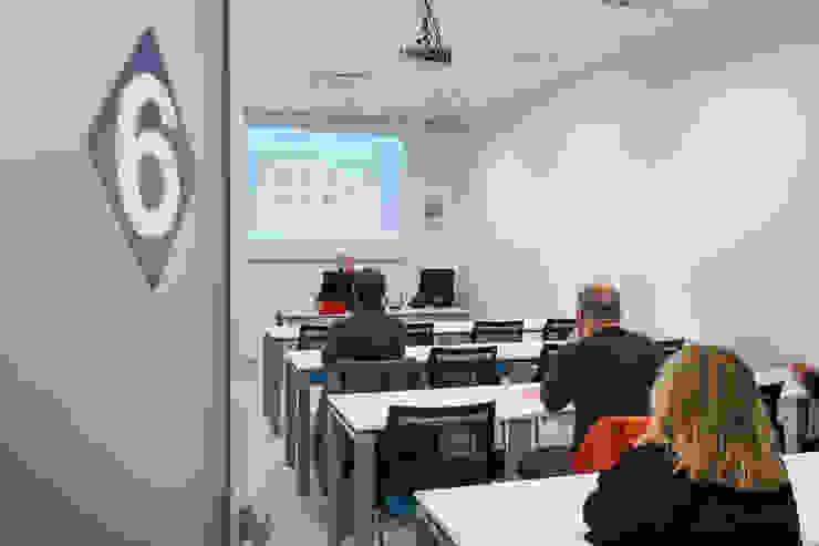 Una delle sale per i corsi Studio Dalla Vecchia Architetti Complesso d'uffici moderni