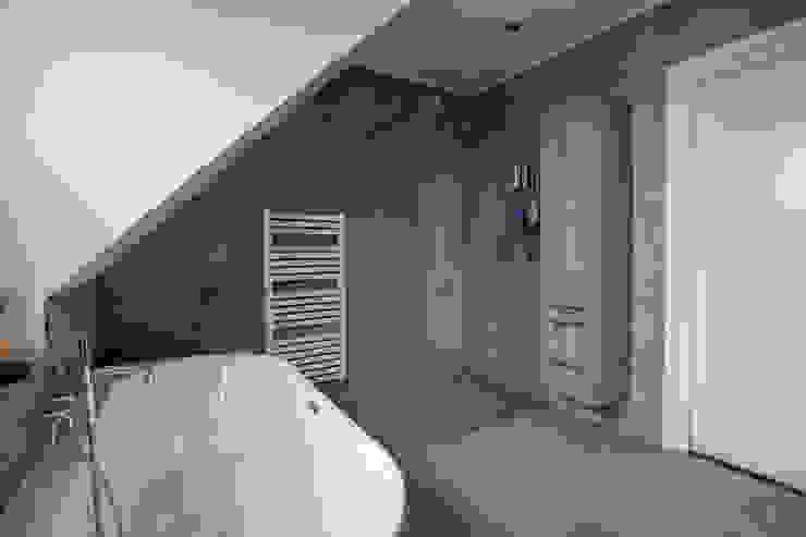 Houtlook badkamerkast: modern  door Maxaro, Modern
