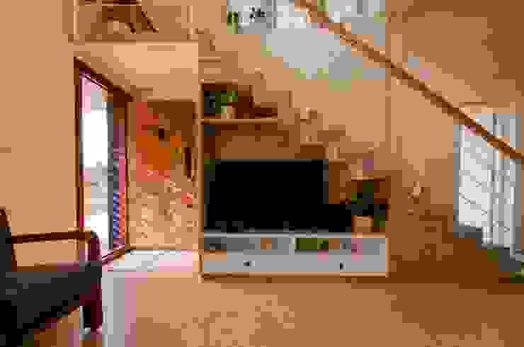 Living Room TV Unit Modern living room by Ideation Design Modern Wood Wood effect