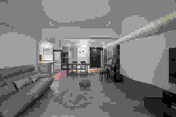沉靜與生活之間 现代客厅設計點子、靈感 & 圖片 根據 苑茂室內設計工作室 現代風