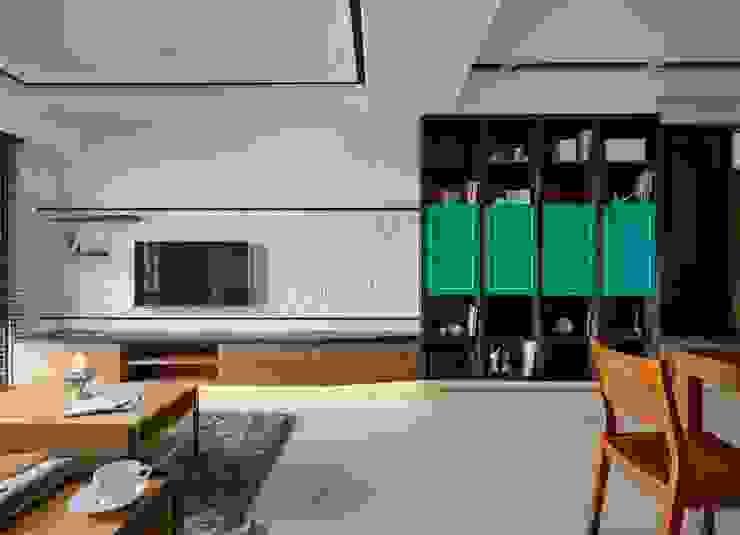 廊道 現代風玄關、走廊與階梯 根據 墨映室內裝修設計 現代風