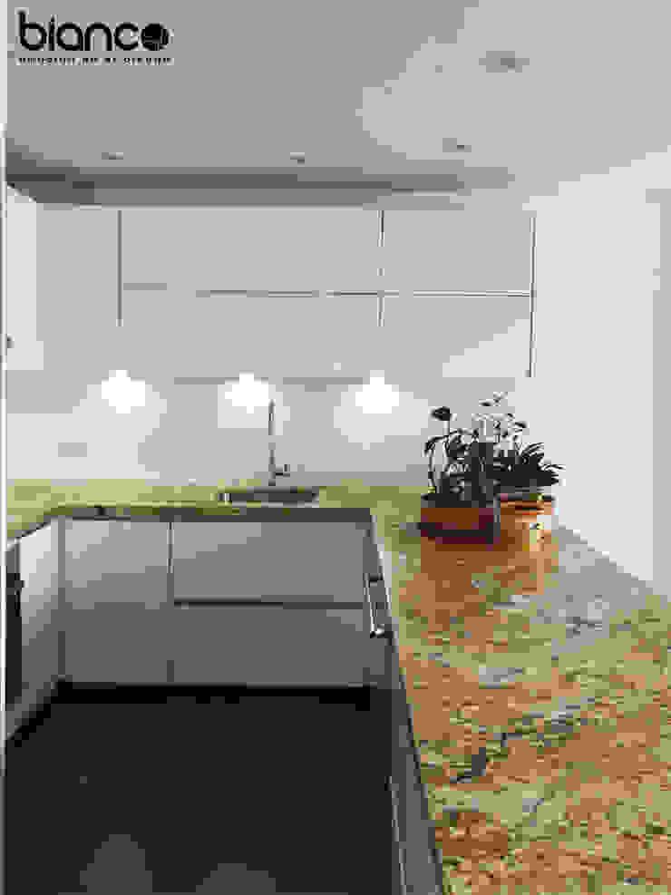 Cocina 74-4 de BIANCO Moderno Aglomerado