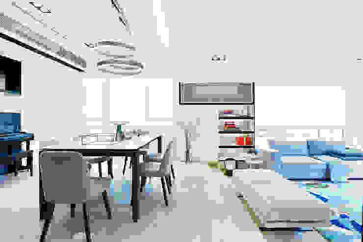Mid-levels Modern living room by A Square Ltd Modern Wood Wood effect