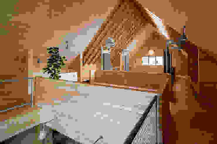 group-scoop Industrial style dressing room Plywood Wood effect