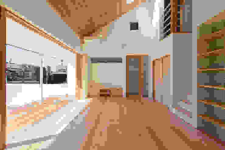 川木谷の住処 NIDO一級建築士事務所 モダンデザインの リビング 無垢材 木目調