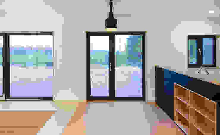 다락 위에 다락 화이트 & 블랙의 심플한 춘천모던하우스-주방 위드하임 모던스타일 다이닝 룸